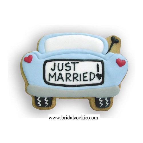 'Just married car' wedding cookie favor