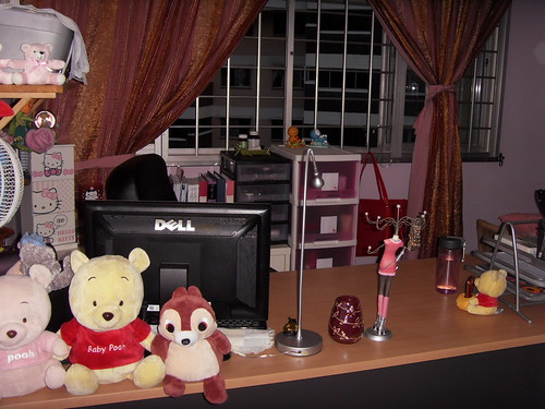 I put some toys there so that the wirings cant be seen