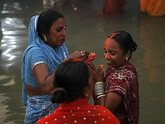Applying Vermiliion (Sindoor) (ramesh_lalwani) Tags: chhath