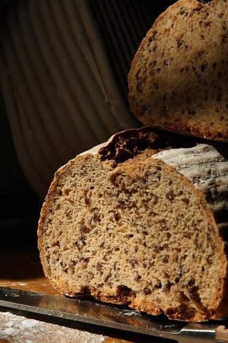 Corte de una hogaza de pan
