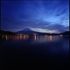 Lake Kawaguchiko at night (HASSELBLAD SWC) (potopoto53age) Tags: blue lake 6x6 film japan zeiss  fujifilm       reala mtfuji yamanashi kawaguchiko fujiyama hassel carlzeiss   biogon  reala100   hasselbladswc realmagic lakekawaguchiko photographyrocks natureplus autaut aplusphoto hasselbladsuperwidec colourartaward theperfectphotographer flickrestrellas potopoto53age carlzeissbiogon38mmf45 mirrorser kawaguchikomati lakekawaguchikoatnight mbpictures