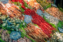Marisco  Seafood (marcp_dmoz) Tags: madrid espaa food fish colors canon spain colorful market map comida prawns colores fisch mercado crap squid carabineros buy seafood pescaderia pescado sell crayfish clams marisco tone farbig hdr shrimps chopitos spanien venta farben buey gamba verkauf kauf huevas compra cigalas almejas meeresfrchte photomatix marisquera navajas razorshell coloreado seafoodshop esswaren gambn ncoras