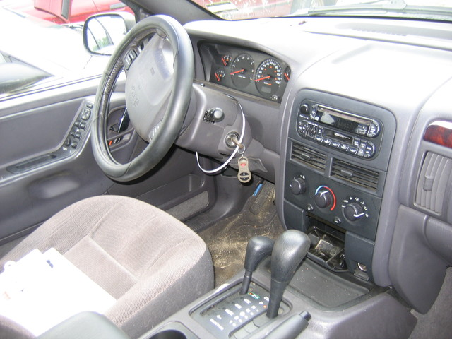 2000 Jeep Grand Cherokee interior