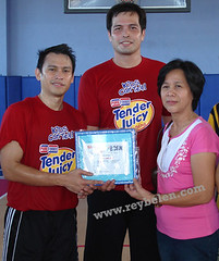 Alvin Patrimonio and Coach Ryan Gregorio (reybelen) Tags: charity sports basketball project purefoods alvinpatrimonio shootforaid ryangregorio reybelen