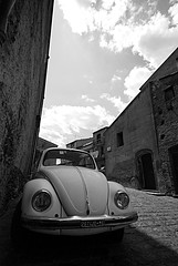 Passiannu pi lu paisi (squavi) Tags: nuvole maggiolone lastrada randazzo camminando sicilianit flickrsicilia