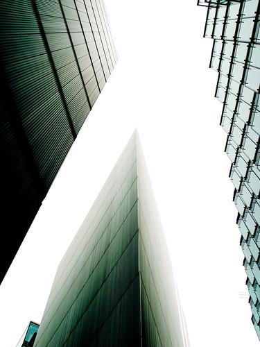 Hacia el cielo... por encima de los edificios/ Toward the sky ... over buildings