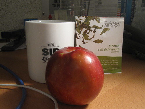 Apple and mint tea