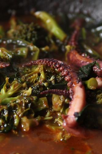 Sartén con brócoli y calamares