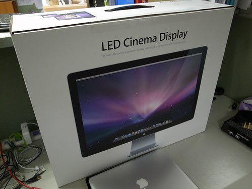 Apple LED Cinema Displays - 01