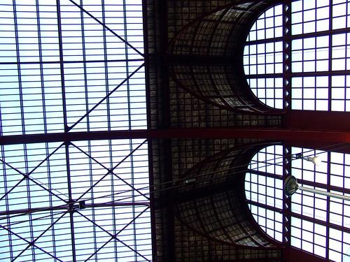 centraal railway station. een varken