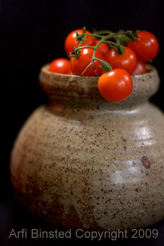 tomatoes-dark bg-800-f1.4 by ab 09