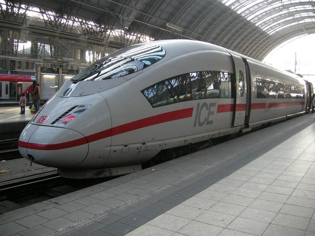 FRANKFURT/Main - ICE am Hauptbahnhof