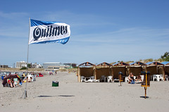 Pto. Madryn: beach day (Ostrosky Photos) Tags: family blue sea summer vacation people patagonia men sol beach water beer argentina promotion advertising relax mar tents sand chair agua women gente wind flag crowd joy playa h2o arena verano adds quilmes swimsuits chubut madryn puertomadryn veraneo ptomadryn wuilmes