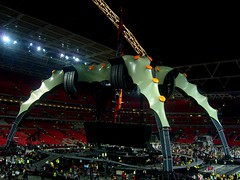 The Claw (Godz86) Tags: uk greatbritain england london u2 concert unitedkingdom stadium stage gig concerto crawl londra granbretagna regnounito wembley palco inghilterra stadio artiglio