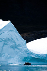 Groenland (Nancy Carels) Tags: people berg landscape boat greenland iceberg zodiac ijs groenland polarpioneer scoresbysound