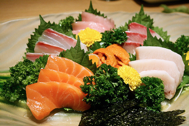 Shiretoko (6 kinds, S$68) sashimi - tuna belly, yellow tail, sea bream, sea urchin, salmon, swordfish
