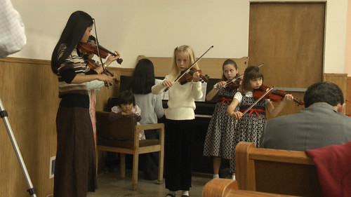 Zippy and friends playing violin