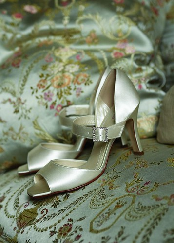 Bridal shoes with the open end.