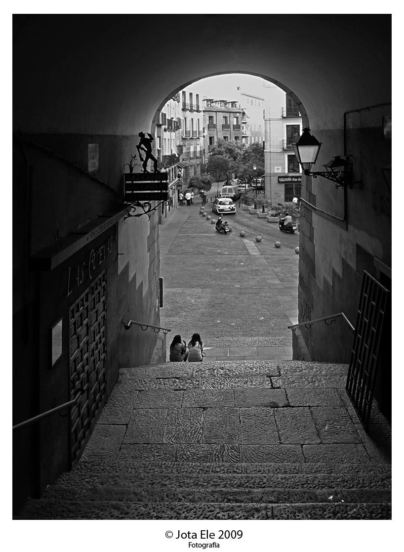 Arco de Cuchilleros Blanco y Negro
