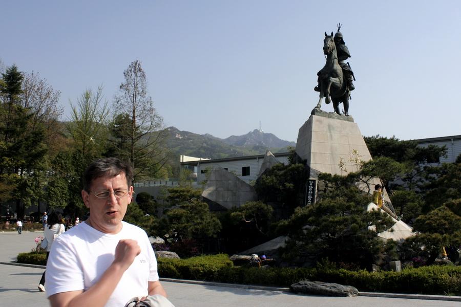 General Gang monument