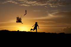 Kite kid (Sri Lankan Photos) Tags: boy sunset kite fun fly flying kid fort sri lanka srilanka galle enthusiasm lankan