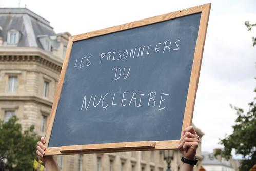 LES PRISONNIERS DU NUCLEAIRE