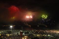 Fogos Copacabana 2009 - Fireworks over Copacabana 2009 (Augusto Froehlich) Tags: riodejaneiro fireworks fogosdeartifcio fogosartifireworksfogos artifciofogoscopacabanario
