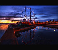 Historic RRS Discovery - Riverside -  Dundee - Scotland (Magdalen Green Photography) Tags: blue reflections cool ship scottish historic tayside coolblue captainscott rrsdiscovery dundeescotland iaingordon historicrrsdiscoveryriverside picturesofdundee dundeephotography imagesofdundee dundeestockphotography printsofdundee