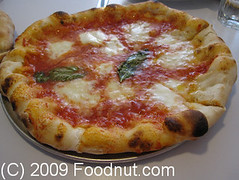 Pizzeria Delfina San Francisco - Margherita-Pizza (foodnut.com) Tags: sanfrancisco food restaurant pizza foodporn missiondistrict foodie pacificheights restaurantreview pizzeriadelfina restaurantguide margheritapizza foodnutcom