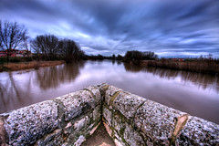 Agua y piedra (Leandro MA) Tags: nubes pisuerga sigma1020 simancas 40d leandroma