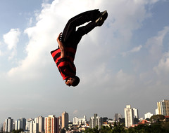raxaman   www.analuz.net.br (Ana Luz) Tags: street city cidade people man guy sport wall fly jump sopaulo freerunning leparkour salto rua pulo homem esporte parkour analuz sumar traceurs voltzparkour raxaman