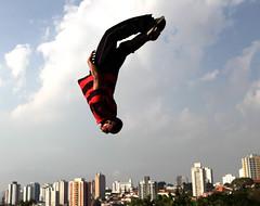 raxaman   www.analuz.net.br (Ana Luz) Tags: street city cidade people man guy sport wall fly jump sãopaulo freerunning leparkour salto rua pulo homem esporte parkour analuz sumaré traceurs voltzparkour raxaman