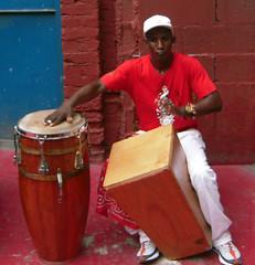 Músico de Rumberos de Cuba (Bellwizard) Tags: rumba havana cuba conga cajón lahabana rumbero tumbadora egrem rumberosdecuba