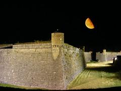 Ciudadela con luna (Patataasada) Tags: españa moon castle night photoshop noche spain huesca luna ciudadela castillo jaca aragón menguante updatecollection casillodesanpedro