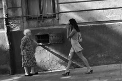 und  (Photography by Wilhelm Schwenke) Tags: street bw menschen sw schwarzweiss alter frauen jugend
