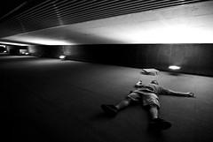 Dead Man (janbat) Tags: light bw man paris france building dead nikon lumire nb tokina d200 f4 immeuble ladfense 1224 escalade daviddb jbaudebert