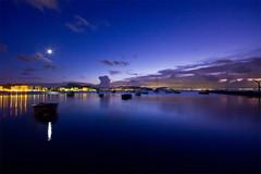 Es la hora azul (Jos Andrs Torregrosa) Tags: azul mar barco luna murcia hora embarcadero lamanga cartagena 2009 reflejos joseandres 40d horaazul canon40d josetorregrosa