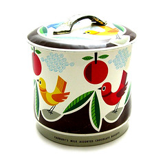 Vintage birdie tin (Wooden donkey) Tags: biscuit 1950s canister