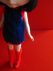 Nos gusta el rojo We love red (PETRONIALOCUTA) Tags: blue red people color colour fashion azul vintage rojo doll dress blythe vestido morena blackhaired pupe punkaholicpeople punkaholic clafleur