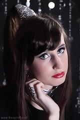 Gues (Reografie) Tags: girl studio eyes shoot space makeup kelly lipstick visa mua neckless spijkenisse fotoshoot visagie silve studiofotografie studiofoto potrtret nibbie reografie silverfolie