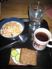 Frukost 9/1 (Atomeyes) Tags: fil mat te vatten frukost keso msli gurka solrosfr
