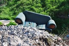 El Sof (Srch) Tags: trash garbage sofa basura sillon tijuana tj piedras nikond60