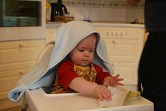 Vadå present (en jättesmart badhandduk)? Pappret är roligast!