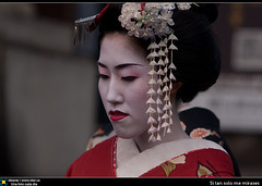 Si tan solo me mirases (Berts @idar) Tags: kyoto viajes maiko geiko geisha kioto 70200mm japn viajedenovios canoneos40d idearas kiotyo