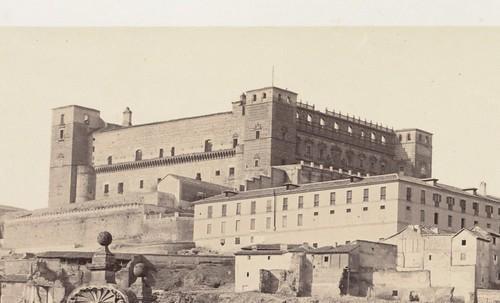 Alcázar de Toledo en 1858 destruido desde la época napoleónica. Detalle de una fotografía de Chales Clifford. Boston Public Library