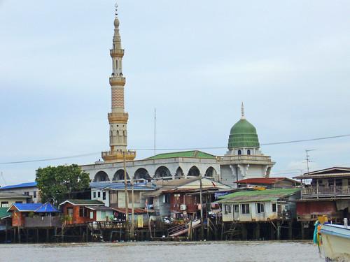 Moschea sul fiume Chao Phraya, in Thailandia.