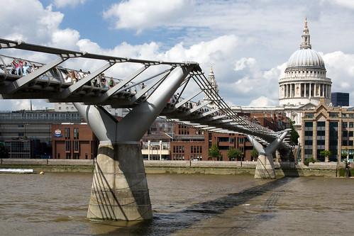 Millenium Bridge, London, United Kingdom, by jmhdezhdez