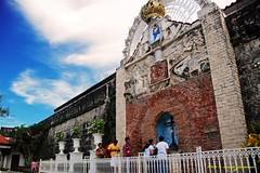 paying reverence (anne_jimenez) Tags: nikon philippines mindanao 18200mm fortpilar d80 zamboangacity realfuerzadenuestraseñoradelpilardezaragoza