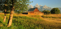 A Barn Beckons (Jeff Clow) Tags: barn landscape searchthebest western wyoming soe grandtetonnationalpark mormonrow jacksonholewyoming moultonbarn jeffrclow