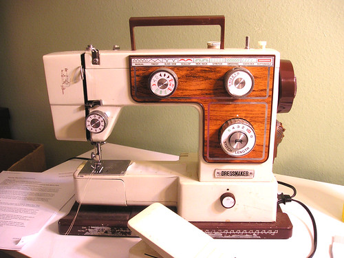 Cleaning the sewing machine: prep